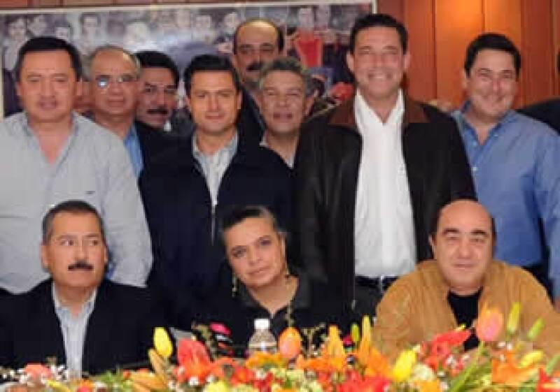 La dirigente del PRI, Beatriz Paredes, sostuvo un encuentro con mandatarios estatales y coordinadores parlamentarios para revisar la Ley de Ingresos. (Foto: Notimex)