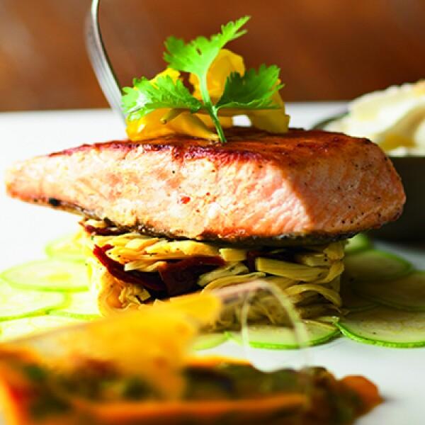 El salmon al grill es uno de los más famosos platillos del lujoso hotel Evason Ma'in.