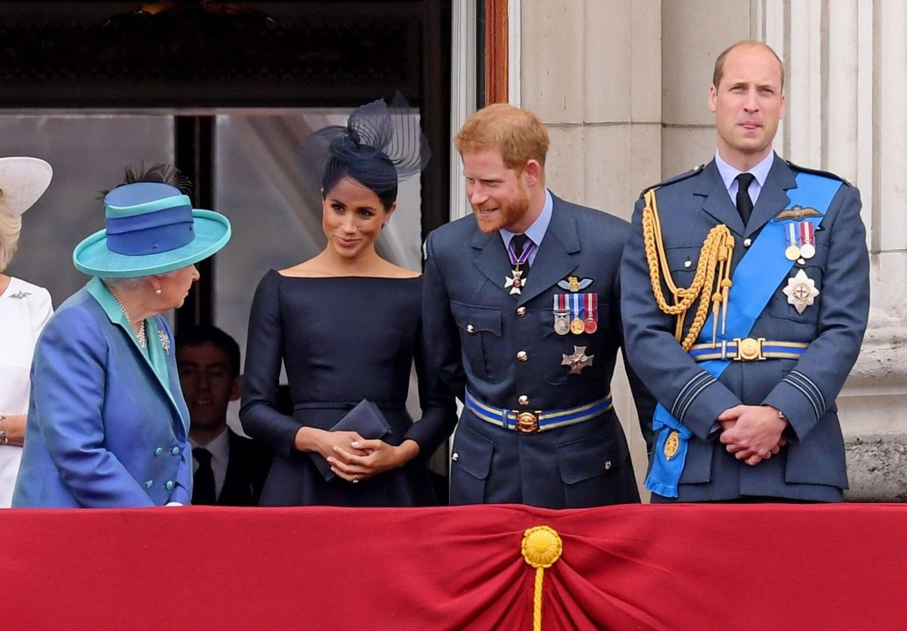 Reina Isabel II, Meghan Markle, príncipe Harry y el príncipe William