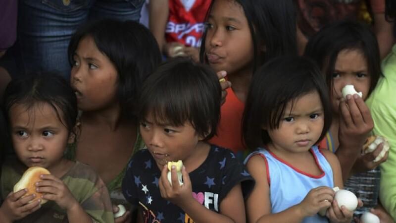 Sobrevivietes filipinos al tifon Bopha