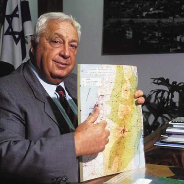 sharon en su oficina, en 1991