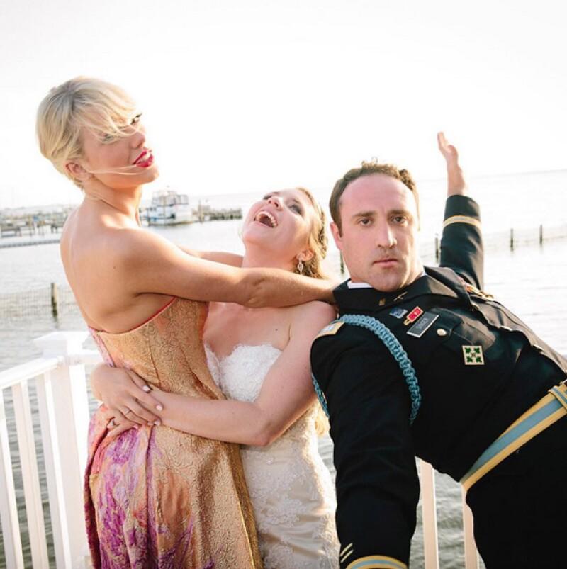 La cantante no dejó que su truene con Calvin Harris la afectara, y sorprendió a dos de sus fans en el día de su boda.