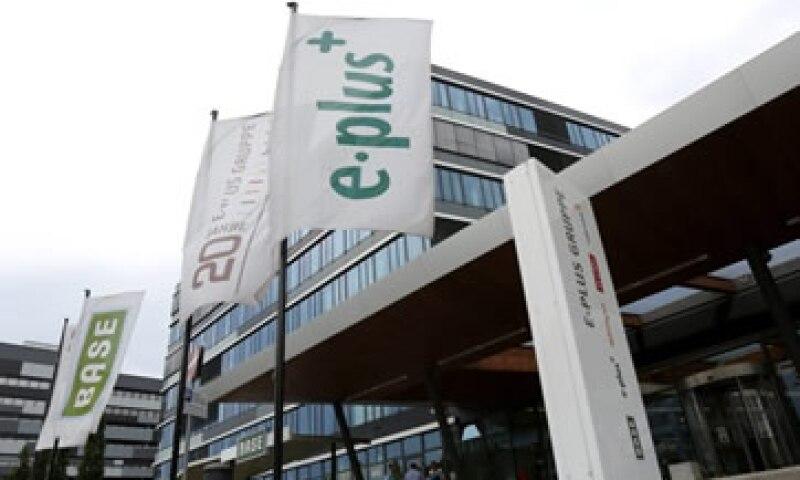E-Plus dijo el martes que es posible que Telefónica o KPN podrían renunciar a frecuencias para conseguir el aval de las autoridades europeas.  (Foto: Reuters)