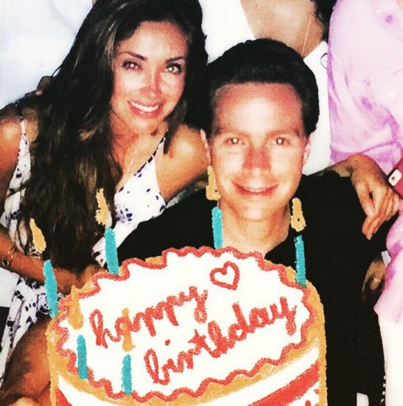 Hace algunos días la actriz se contagió de conjuntivitis pero con todo y ello festejó a su prometido.