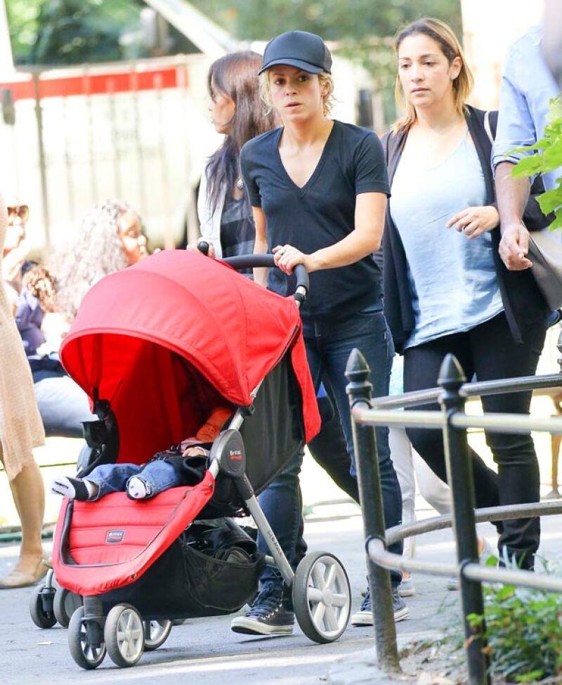 Durante su estancia por la ciudad, la cantante colombiana disfrutó de su tiempo a solas con su bebé, con quien pasó un soleado día en Central Park.