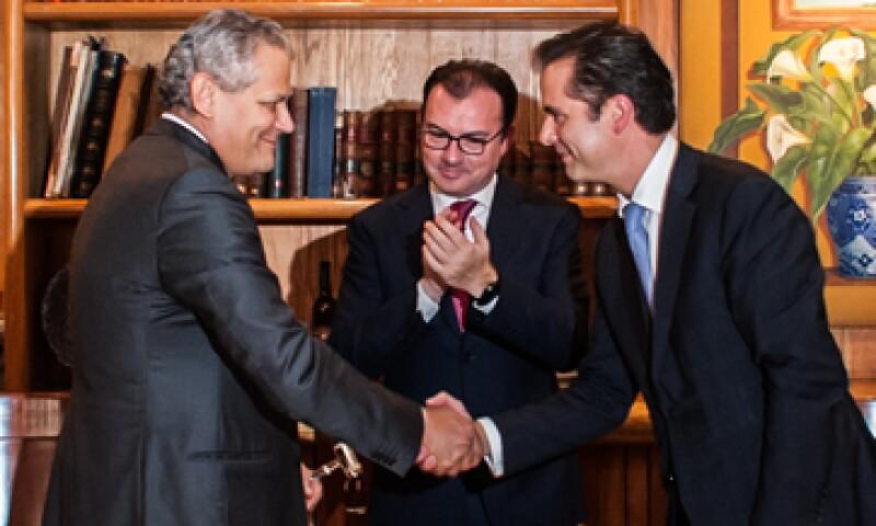 El relevo se realizó este miércoles en presencia del titular de Hacienda, Luis Videgaray. (Foto: Cortesía Hacienda )