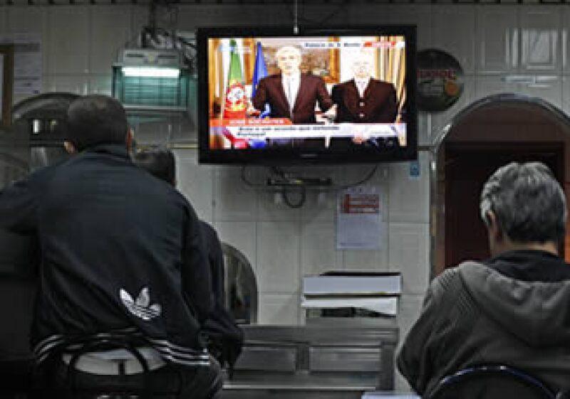 Parroquiales escuchan del primer ministro interino José Sócrates y el ministro de Hacienda Fernando Teixeira dos Santos las negociaciones con el FMI sobre un rescate financiero. (Foto: AP)
