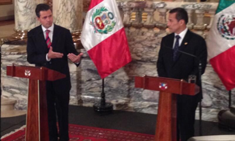 Ambos mandatarios omitieron hablar de los temas sensibles, como las exportaciones de gas natural a México. (Foto: José Manuel Martínez)
