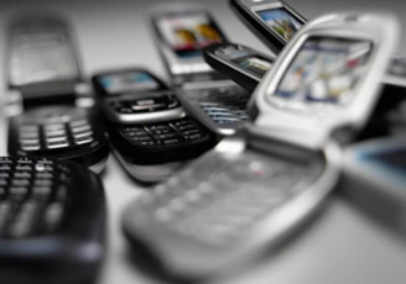 La convocatoria de frecuencias publicada el 23 de noviembre daría entrada  firmas como Televisa al mercado celular. (Foto: Jupiter Images)