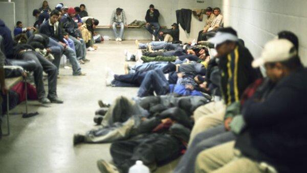 Inmigrantes ilegales en un centro de detención de Arizona