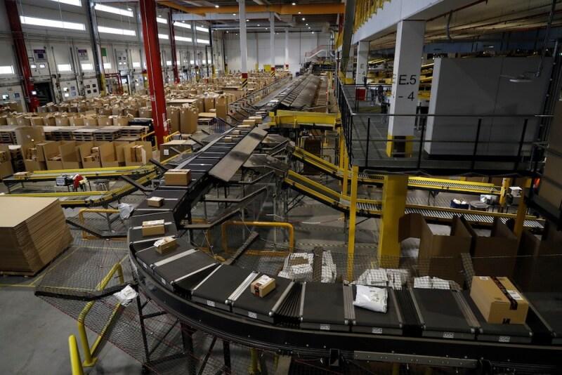 Amazon distribution center in Madrid