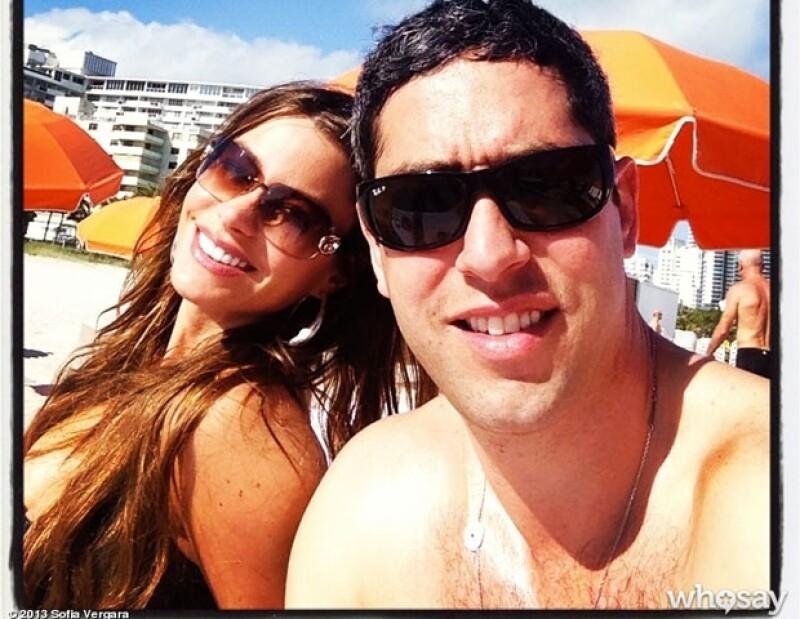 Ayer la pareja acudió a una playa de Miami donde Nick Loeb fue visto en traje de baño y con algunas marcas en su pecho y cuello. Asimismo se filtró una imagen de Sofía Vergara en el suelo.