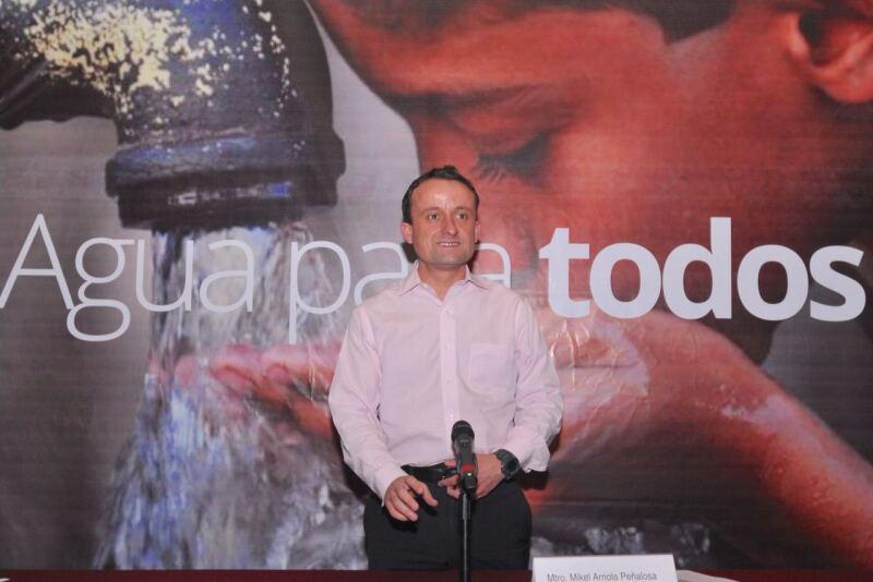 Mikel Arriola y el agua