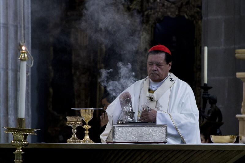 El cardenal Norberto Rivera dijo que un matrimonio debe ser únicamente la unión entre un hombre y una mujer.