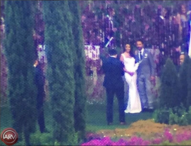 """La actriz y el directivo de Televisa se acaban de dar el """"sí, acepto"""", en una ceremonia al aire libre en Valle de Bravo."""