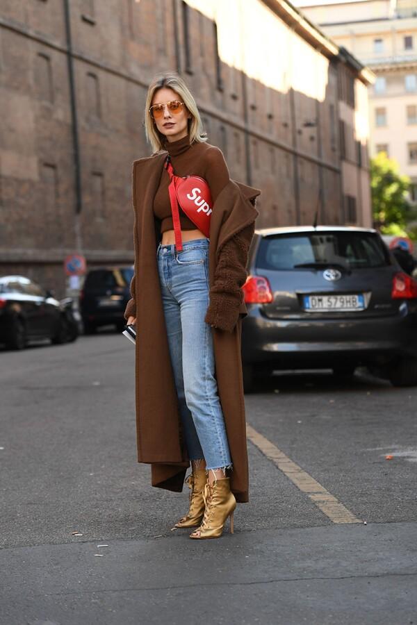 Street Style, Spring Summer 2018, Milan Fashion Week, Italy - 21 Sep 2017