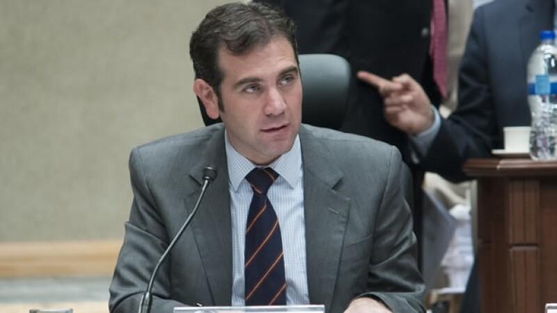 El consejero presidente del INE Lorenzo Córdova durante una sesión del órgano electoral el miércoles