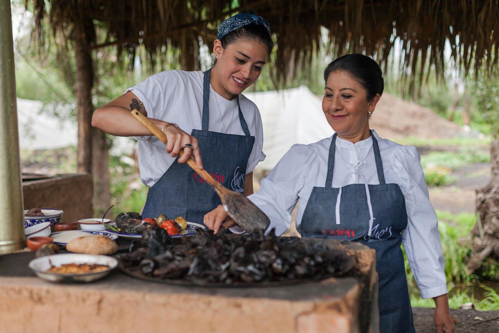 mujeres cocinando