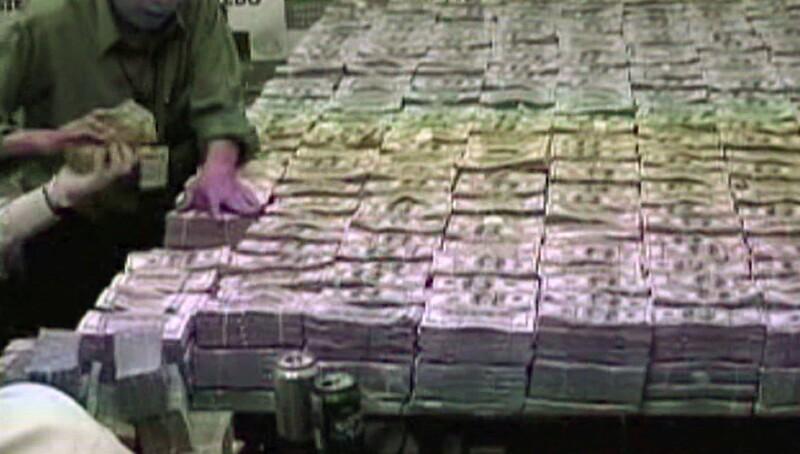 La cifra incautada en marzo de 2007, al empresario de origen chino y ciudadano mexicano es considerada como la mayor cantidad en efectivo asegurada en la historia del crimen organizado. FOTO: Reuters