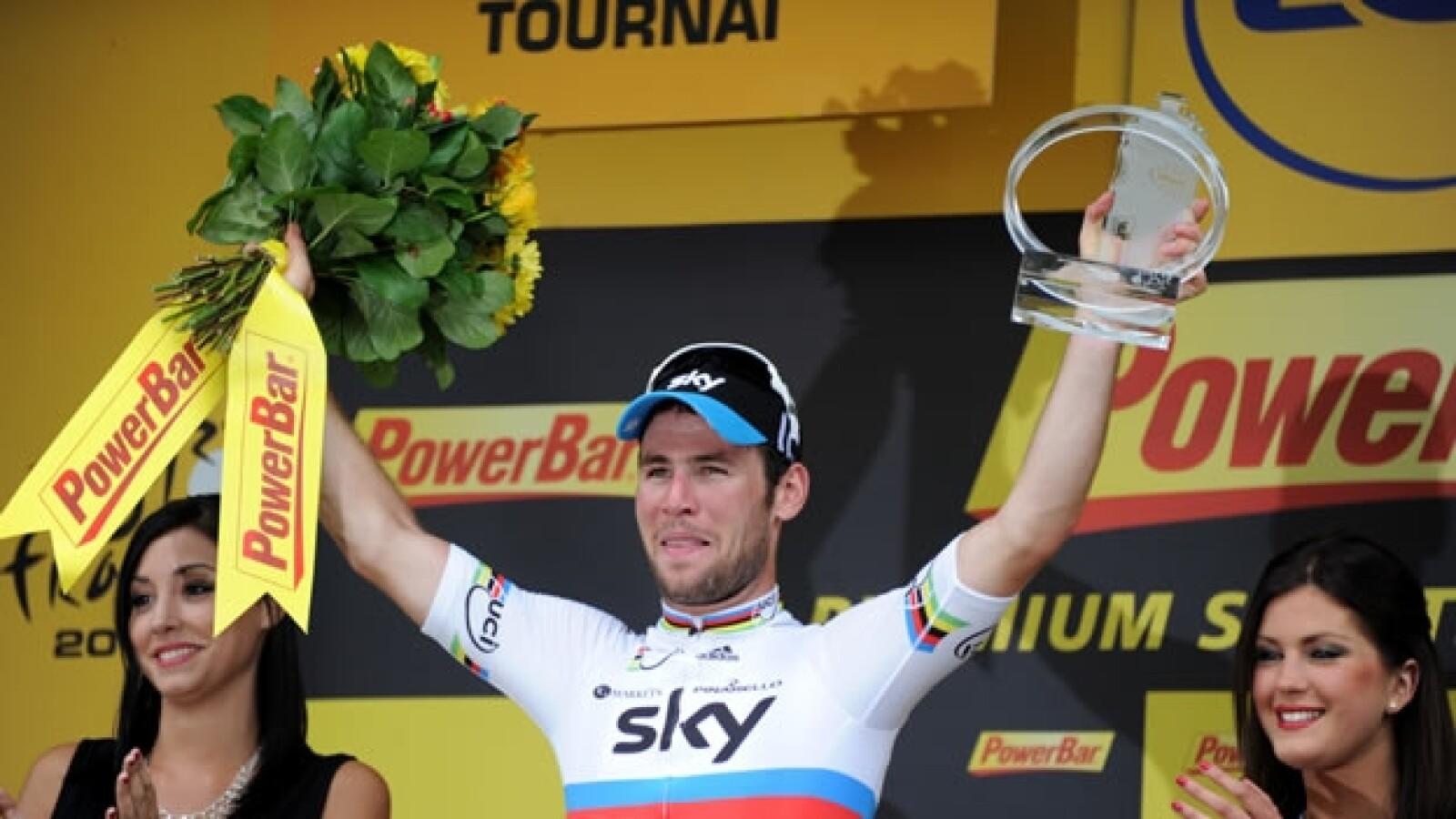 mark cavendish celebra su triunfo en la etapa dos