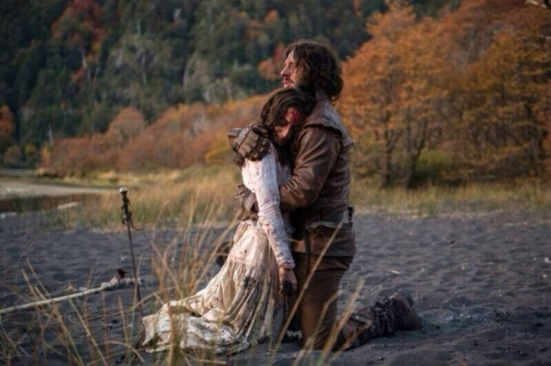"""La actriz viajó hasta Chile para filmar la serie de época """"Sitiados"""", un proyecto de Fox que pretende tener un alcance global."""