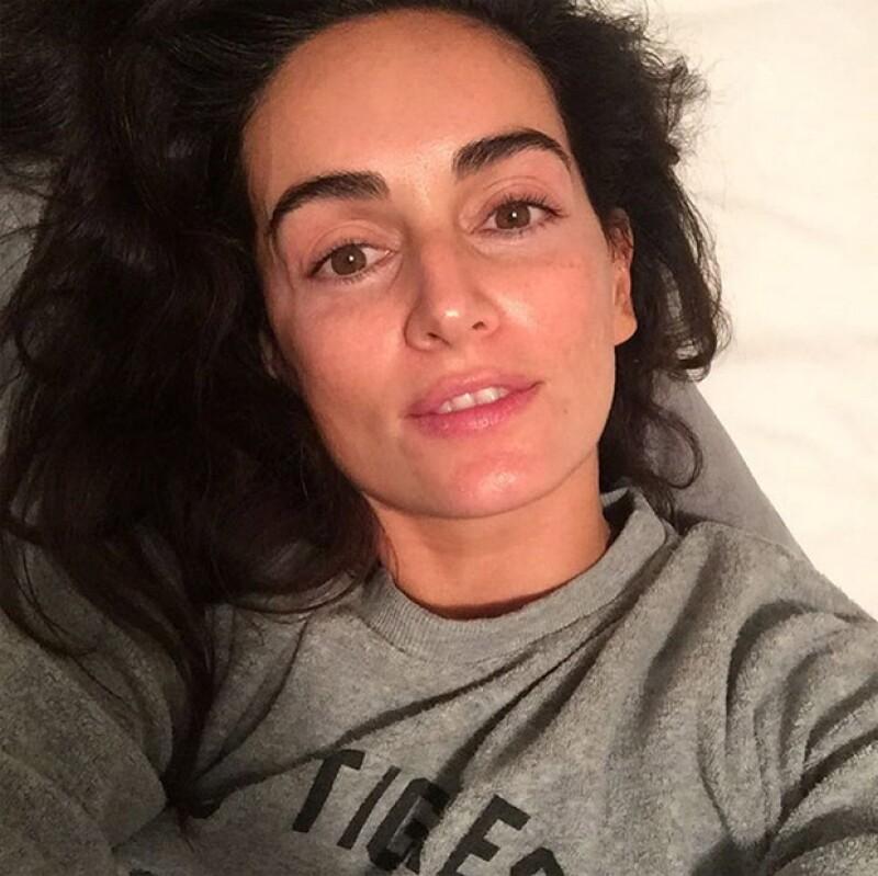 La actriz veracruzana encantó a sus fans al compartir una fotografía en la que deja a la vista su belleza al natural.