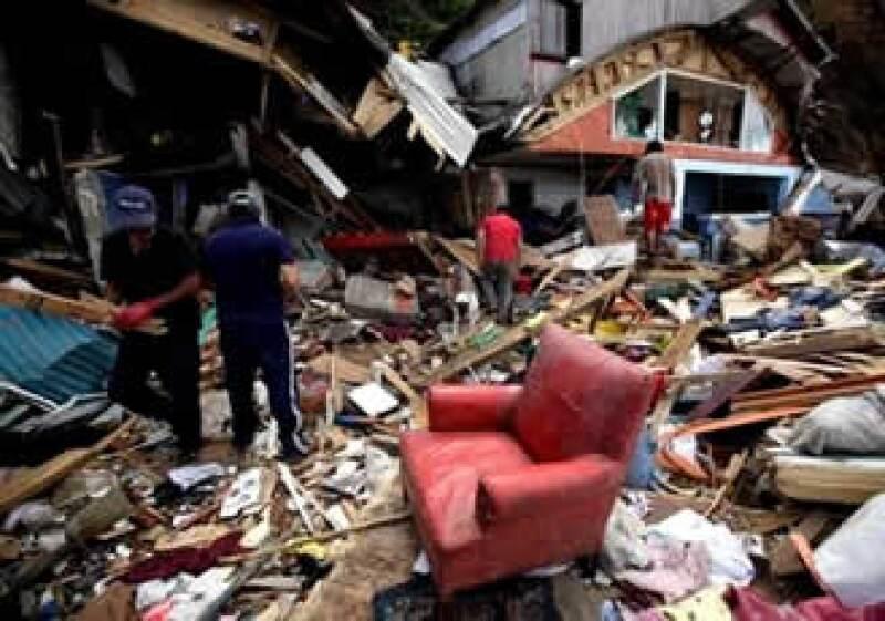 El Gobierno chileno estimó que los daños causados por el sismo y tsunami de febrero fueron de 29,600 mdd. (Foto: AP)