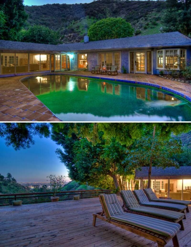 La casa data de los años 60 y tiene vistas espectaculares que se pueden disfrutar tanto dentro como fuera.