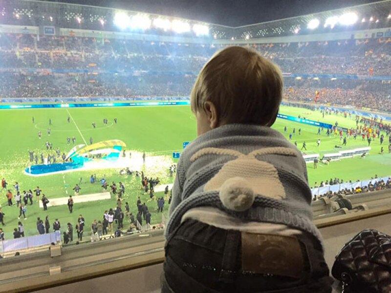 El pequeño sasha vio desde las tribunas el festejo de su papá.