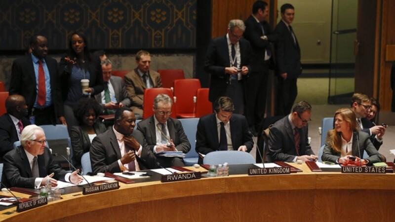 el embajador de Rusia Vitaly Churkin hablando durante la reunión del Consejo de Seguridad