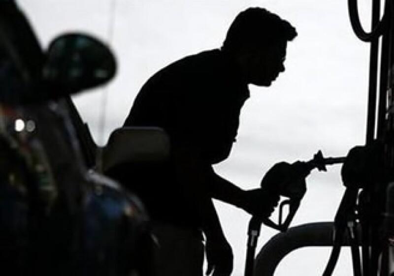 Analistas esperan que los precios de las gasolinas se incrementen un 7% el año entrante. (Foto: Reuters)