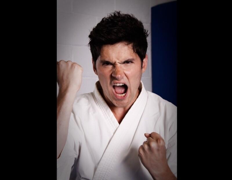 Durante toda su niñez el actor de `Miss XV´ practicó karate, pero ahora en una sesión de fotos para Quién.com se enfrenta a un nuevo arte marcial.