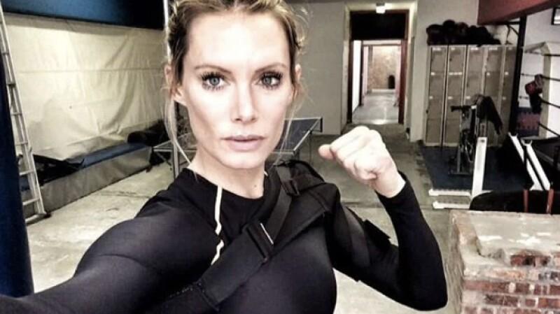 Olivia a hecho de doble de actrices como Milla Jovovich y Charlize Theron.
