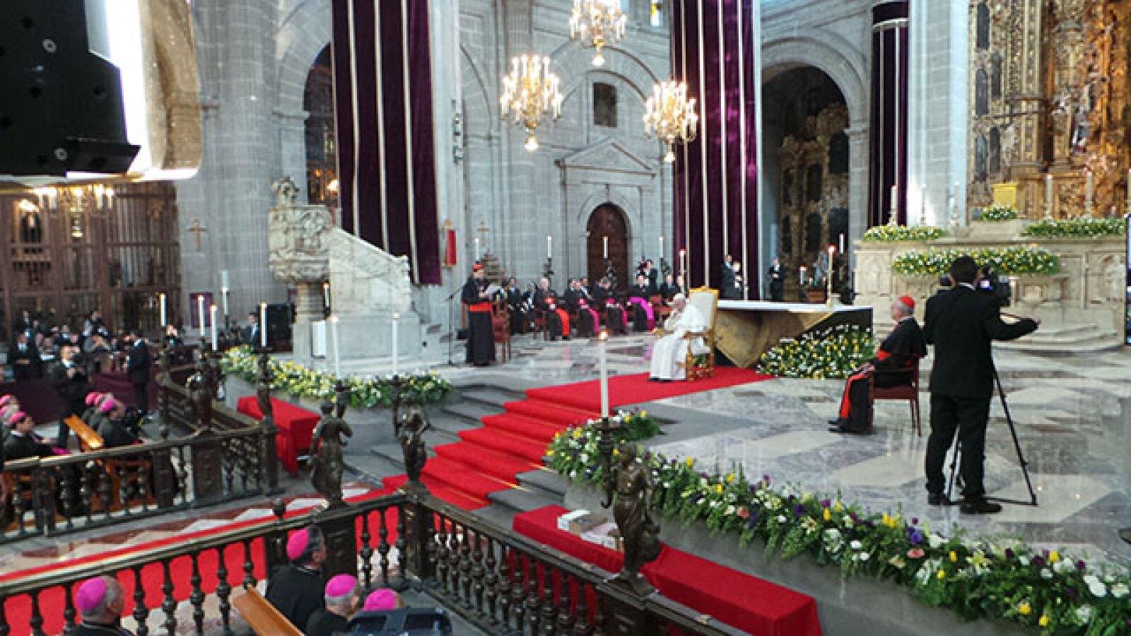 Después se reunió con obispos y arzobispos en Catedral.