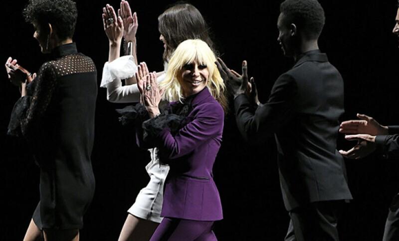El cantante dejó a su amiga, la diseñadora Donatella Versace varias canciones, que fueron reveladas recientemente en Milán en el desfile de la firma.