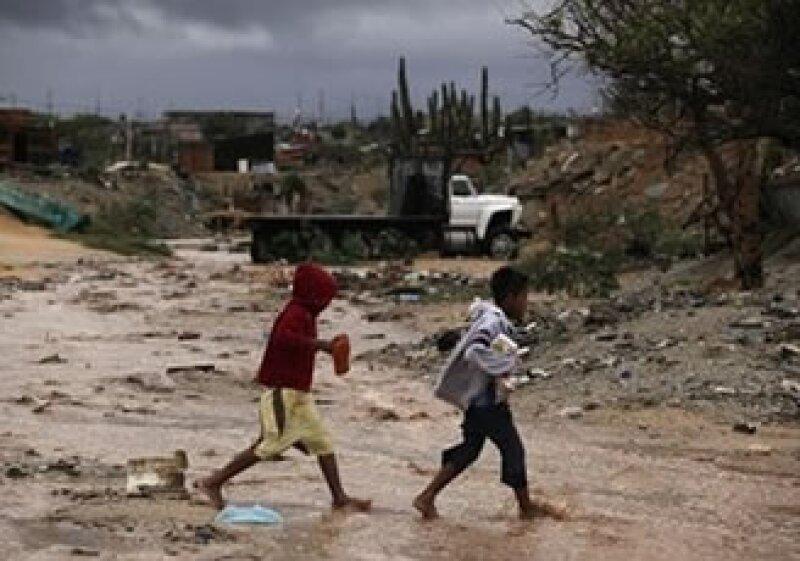 Residentes buscaban refugios para protegerse ante la proximidad del fenómeno. (Foto: AP)