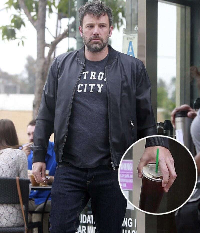 Luego de su viaje con Jennifer Garner a días de haber anunciado su separación, el actor fue captado en las calles de Los Ángeles por primera vez sin su anillo de casado.