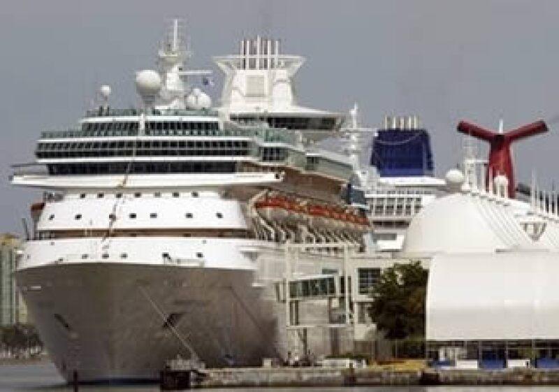 El número de pasajeros que arriba a nuestras costas disminuyó casi el 10 por ciento entre enero y marzo de 2009. (Foto: AP)