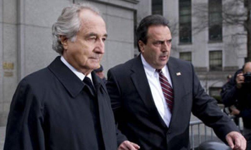 Bernie Madoff (izq) elaboró el fraude Ponzi más grande de la historia financiera. (Foto: Getty Images)
