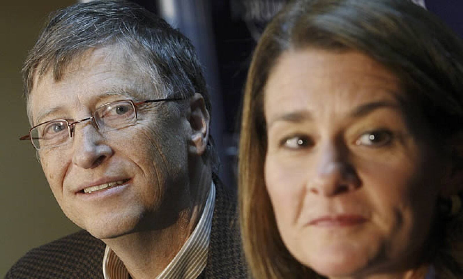 Bill Gates, fundador de la firma de software Microsoft, estuvo presente en Davos, Suiza junto con su esposa Melinda Gates. Ambos prometieron la donación de 10,000 millones de dólares para el desarrollo de vacunas.