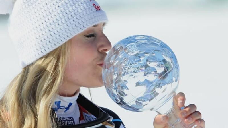 lindsey vonn bea su trofeo