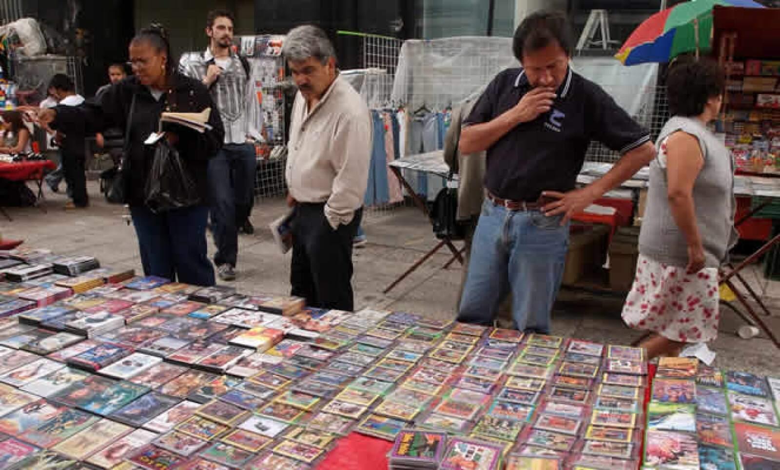 La economía informal en México alcanzó ganancias de 75 mil mdd este año, casi el doble de lo que se ha reportado como resultado de actividades del narcotráfico según la Cámara Americana de Comercio (Amcham), que prevé que la piratería siga creciendo hasta