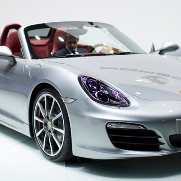 El auto tiene un nuevo cuerpo de aleación ligera, chasis renovado, mayor distancia entre ejes, , ruedas más imponentes y motor mejorado.