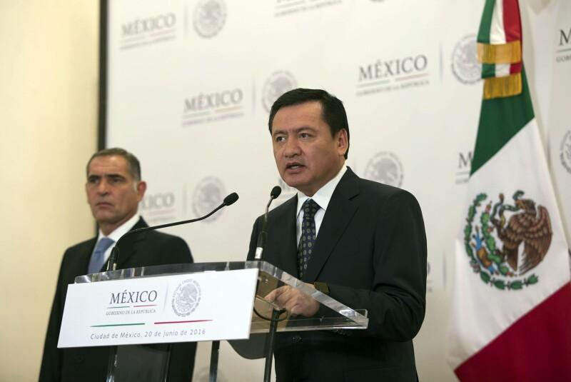 Cué (izq.) y Osorio recibirán a representantes de la CNTE para llegar a un término sobre las manifestaciones en diversos estados.