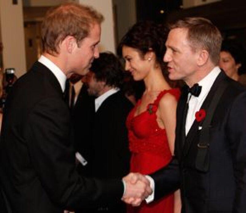 No faltó el saludo entre el príncipe Guillermo y Daniel Craig