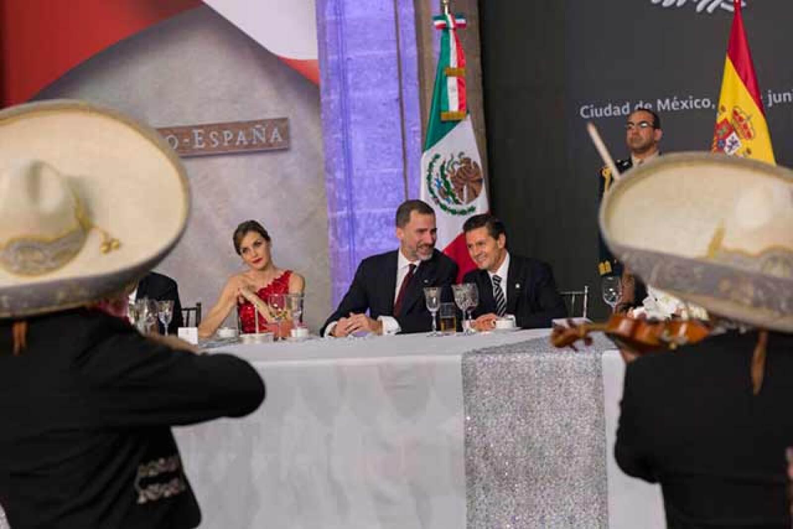 La cena fue amenizada con música de mariachi.