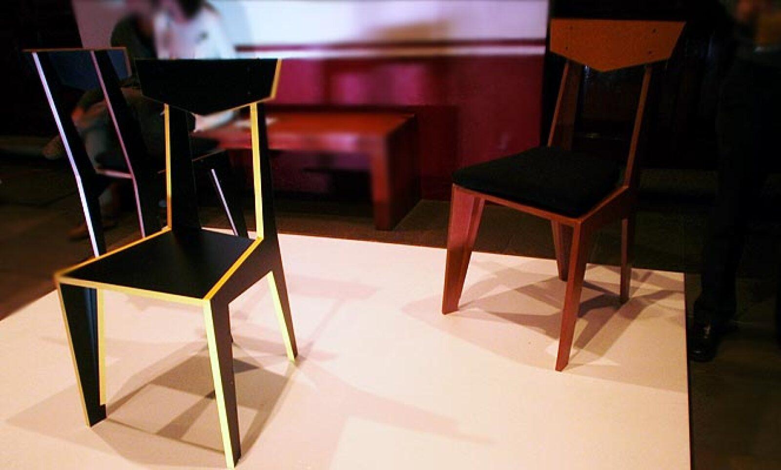 8.P-33 es una silla cuyo diseño está determinado por la búsqueda de la optimización del material con el que está hecha, por lo que su extraña geometría responde al despiece con el cual fue concebida. Diseño: Victor Imre Ebergenyi Kelly.