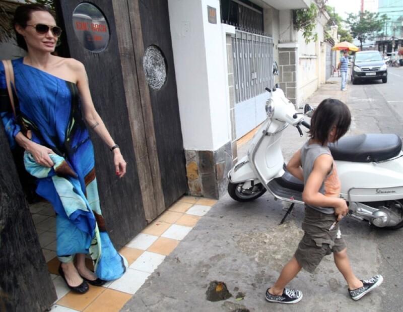Angelina y Brad visitaron el país natal de su hijo adoptivo Pax, luego de cuatro años de ausencia. Pero no fueron solos ya que llevaron a todos sus niños para descansar en familia.