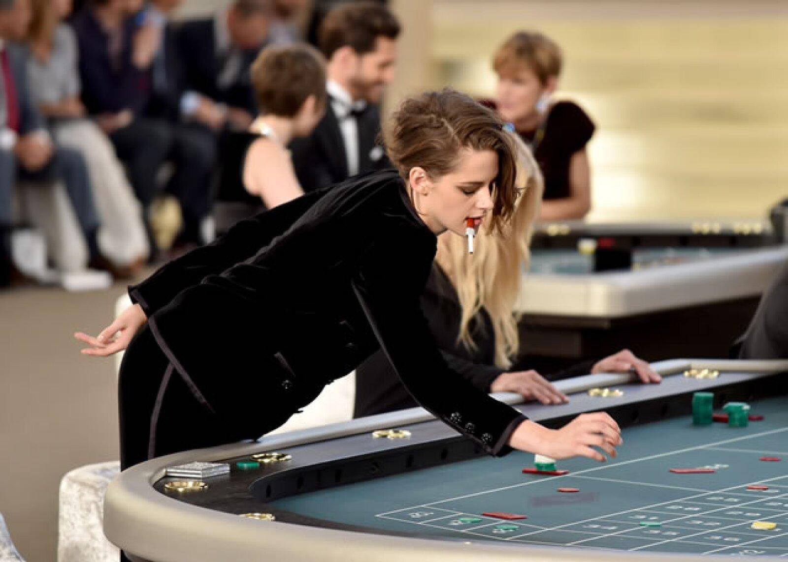 Dentro del Grand Palais de París se construyó un casino que incluye slot machines con el logo de la firma.