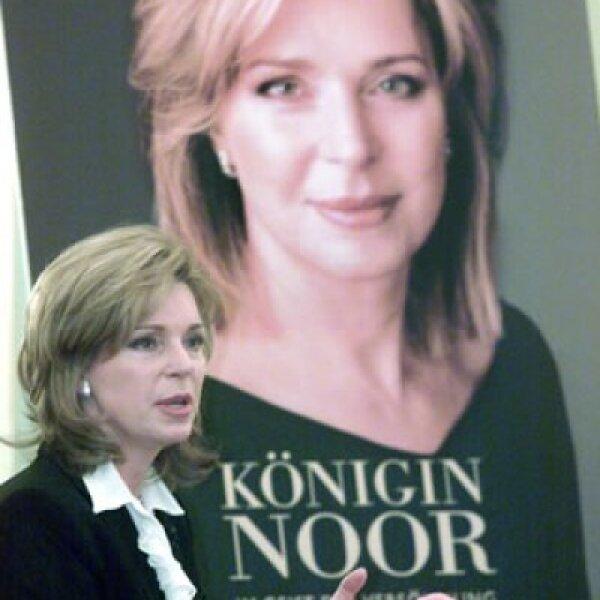 En 2003 presentó su libro de memorias en Berlín. Las ventas de la publicación fueron donadas a la Fundación Rey Hussein, creada después de su muerte.